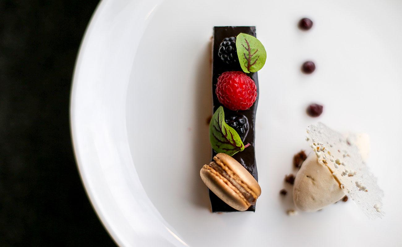 在皇家兰德威克赛马场和玫瑰山花园赛马场享受一流水准的嘉年华奢华餐饮礼遇